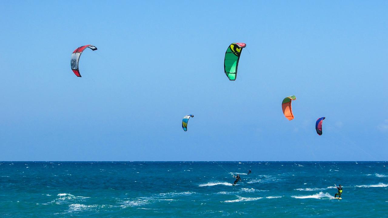 Kitesurf : du vent, la mer.