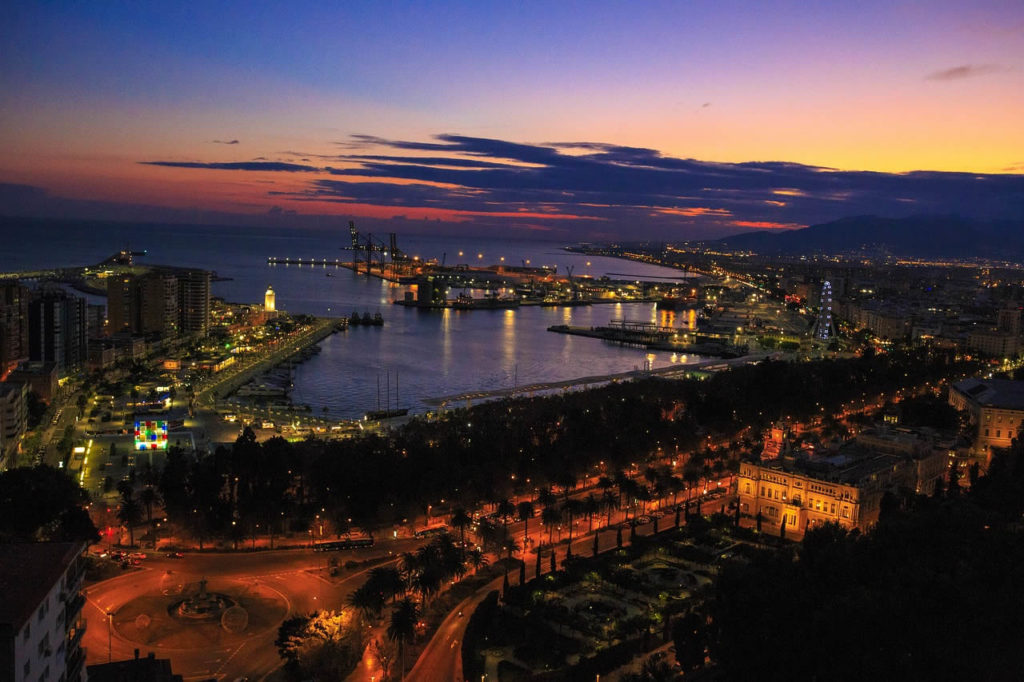Découvrir de nuit Malaga Costa del Sol entre amis en Espagne